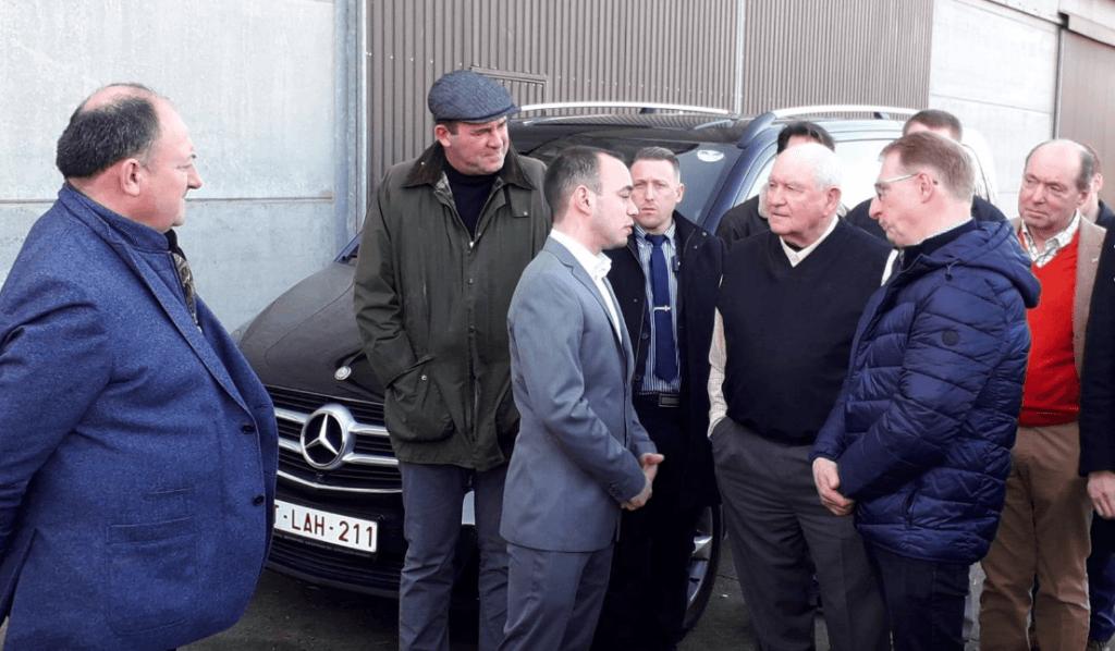 Landbouwminister Perdue uit VS bezoekt Belgische witblauw-boerderij