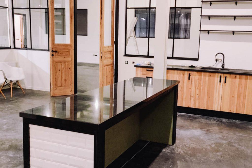 Sterkstokers in een nieuw gebouw in Brecht